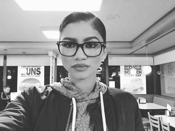 Фото №10 - Звездный Инстаграм: Знаменитости в очках