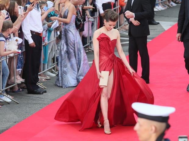Фото №2 - 10 красавиц «Кинотавра-2017»: подводим модные итоги