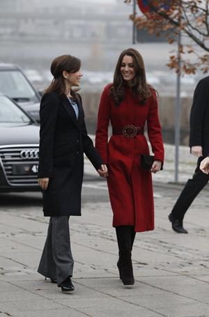 Фото №33 - Искусство реверанса: как современные принцессы и королевы приветствуют друг друга