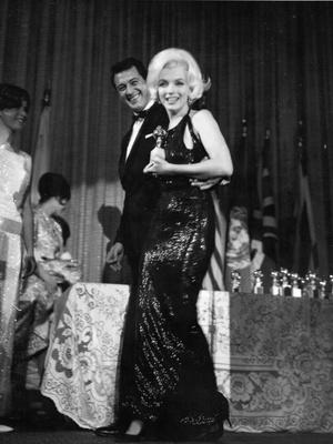 Фото №5 - Легенды «Золотого глобуса»: самые знаменитые наряды в истории премии