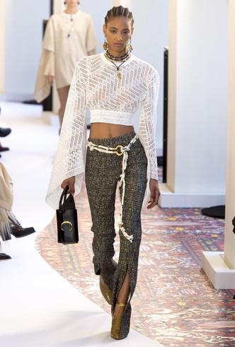 Фото №4 - Гид по тренду: как носить брюки с разрезами