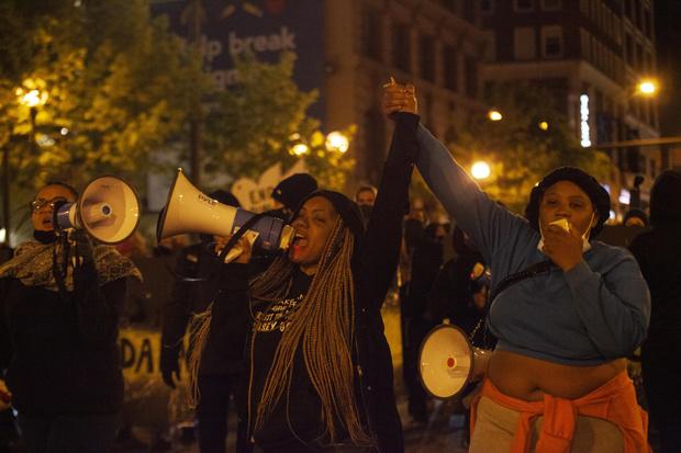 Фото №4 - Снова волнения: в США полицейский застрелил вызвавшую его 16-летнюю афроамериканку