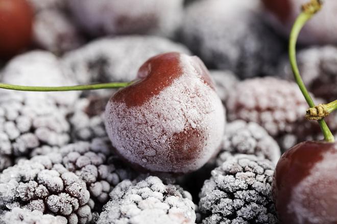 Как заморозить вишню на зиму: без косточки, с косточкой, без сахара - 3 простых пошаговых рецепта