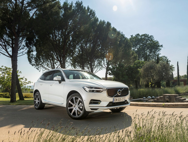 Фото №1 - Volvo представила новый гибрид и отказалась от пластиковых стаканчиков