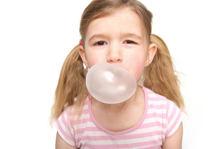 Фото №1 - Жевательная резинка может вызвать головную боль у детей