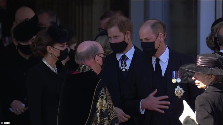 Фото №3 - На шаг ближе: Уильям и Гарри поговорили друг с другом после похорон принца Филиппа