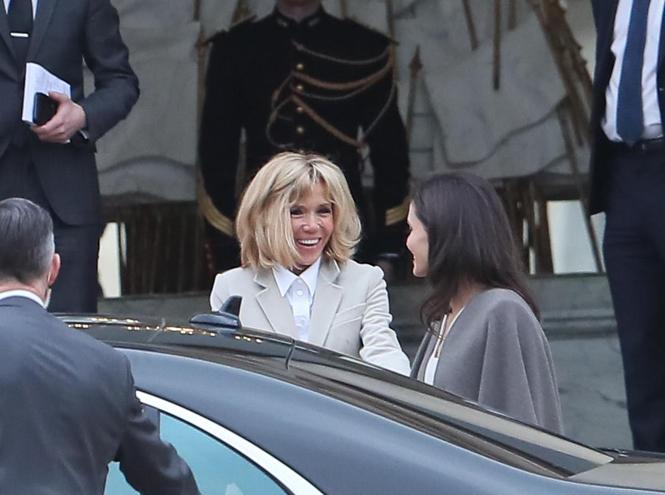Фото №5 - Анджелина в Париже: Guerlain, Лувр и встреча с Брижит Макрон