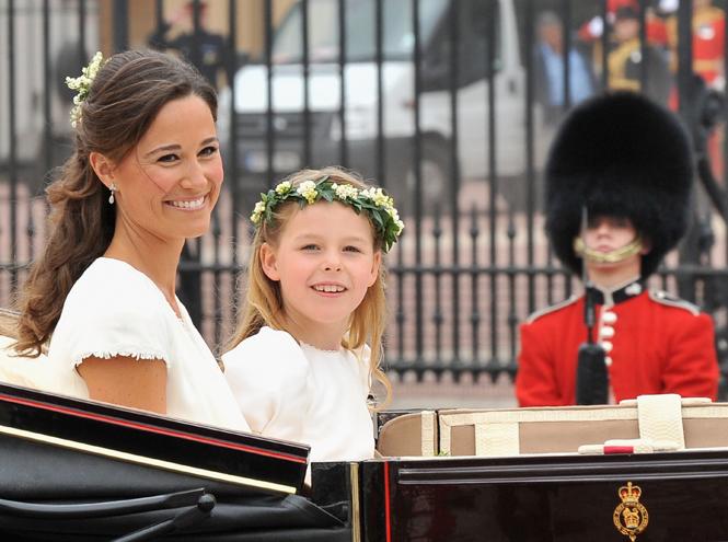 Фото №5 - Без церемоний: как Карл Лагерфельд провоцировал британских монархов