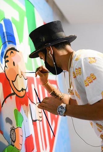 Фото №2 - Граффити-художник Алекс Монополи: «Иногда я получаю сумасшедшие заказы»