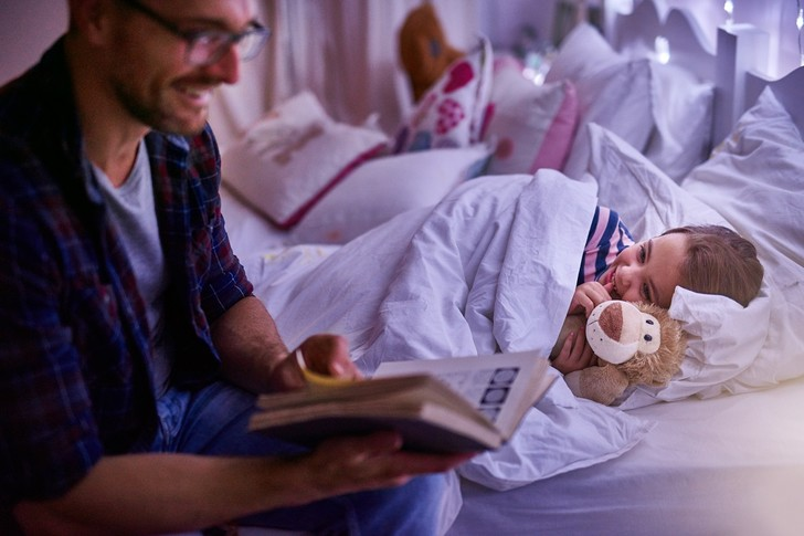 Фото №3 - Зачем на самом деле надо читать ребенку сказки: объяснение психолога