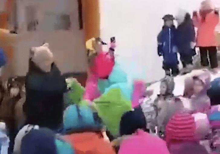 Фото №1 - В пермском детском саду на Масленицу включили блатняк (видео)