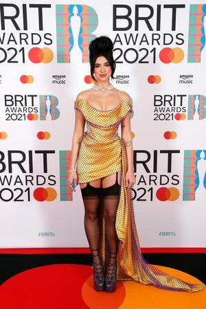 Фото №3 - Дуа Липа в чулках и Билли Портер в платье стали главными звездами на Brit Awards-2021