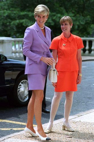 Фото №8 - Все оттенки сирени: как королевские особы носят фиолетовый цвет