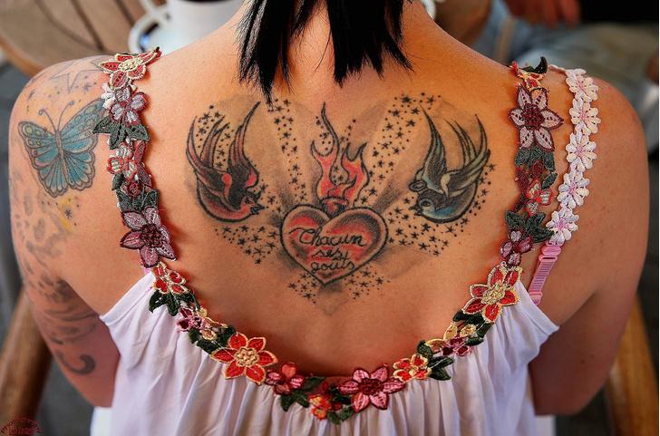 Фото №1 - Татуировки оставляют следы по всему телу
