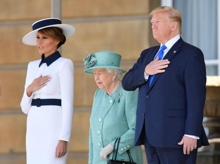 Фото №1 - Как Королева встретила Дональда и Меланию Трамп