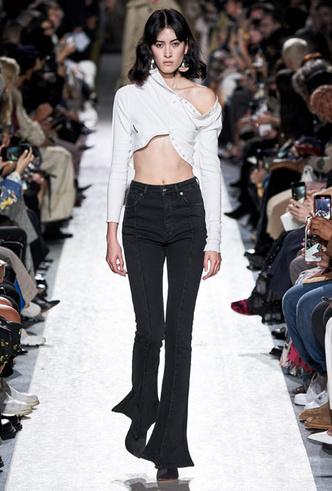 Фото №4 - Скинни, клеш и рваные: самые модные джинсы весны 2020