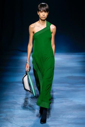 Фото №10 - Фаворит герцогини: что Меган Маркл наденет из новой коллекции Givenchy SS 2019