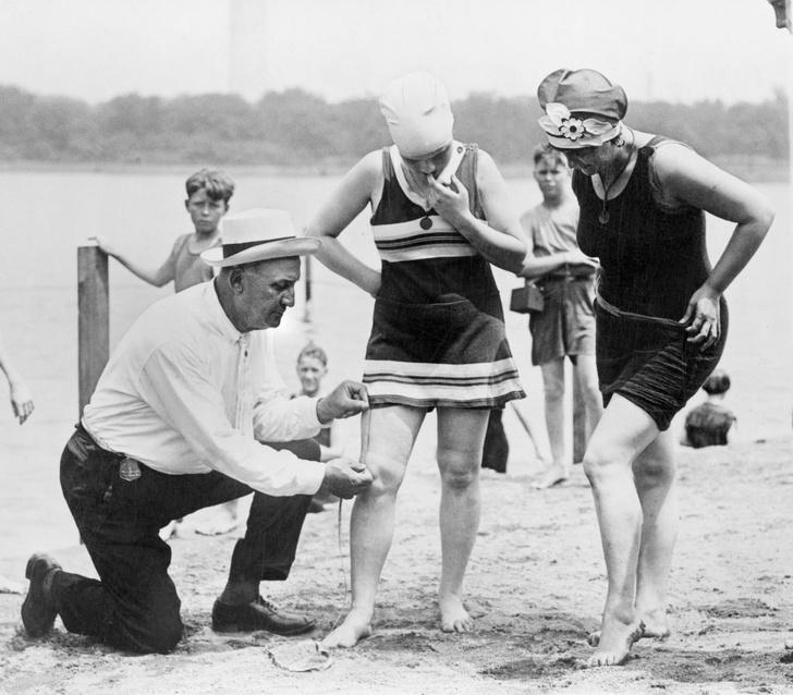 Фото №5 - Купаться разрешается! История женской пляжной моды в 10 фактах о купальниках