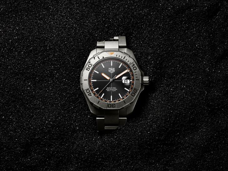 Фото №1 - Стильные и современные: как выглядят новые часы TAG Heuer Aquaracer Bamford