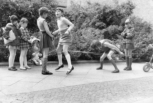 Фото №2 - Как развлекались дети до того, как придумали интернет