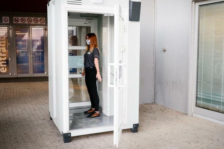 В Ростове-на-Дону разработали кабинку, которая дезинфицирует людей