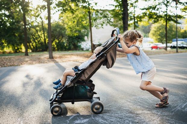 Фото №1 - До какого возраста можно возить ребенка в коляске: мнение педиатра