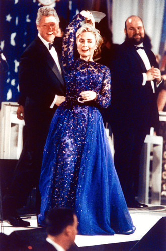 Фото №16 - Брючные костюмы и яркие цвета: модные победы Хиллари Клинтон