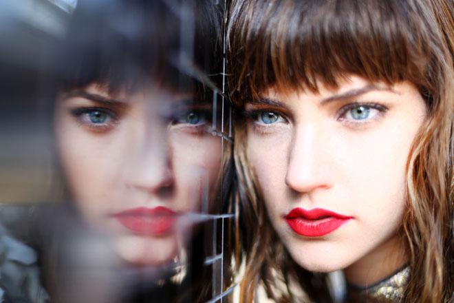 Фото №1 - Инструкция: как делать макияж девушкам с нависшим веком