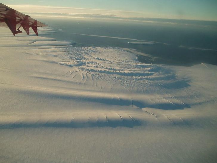 Фото №1 - От Антарктиды может отколоться гигантский айсберг