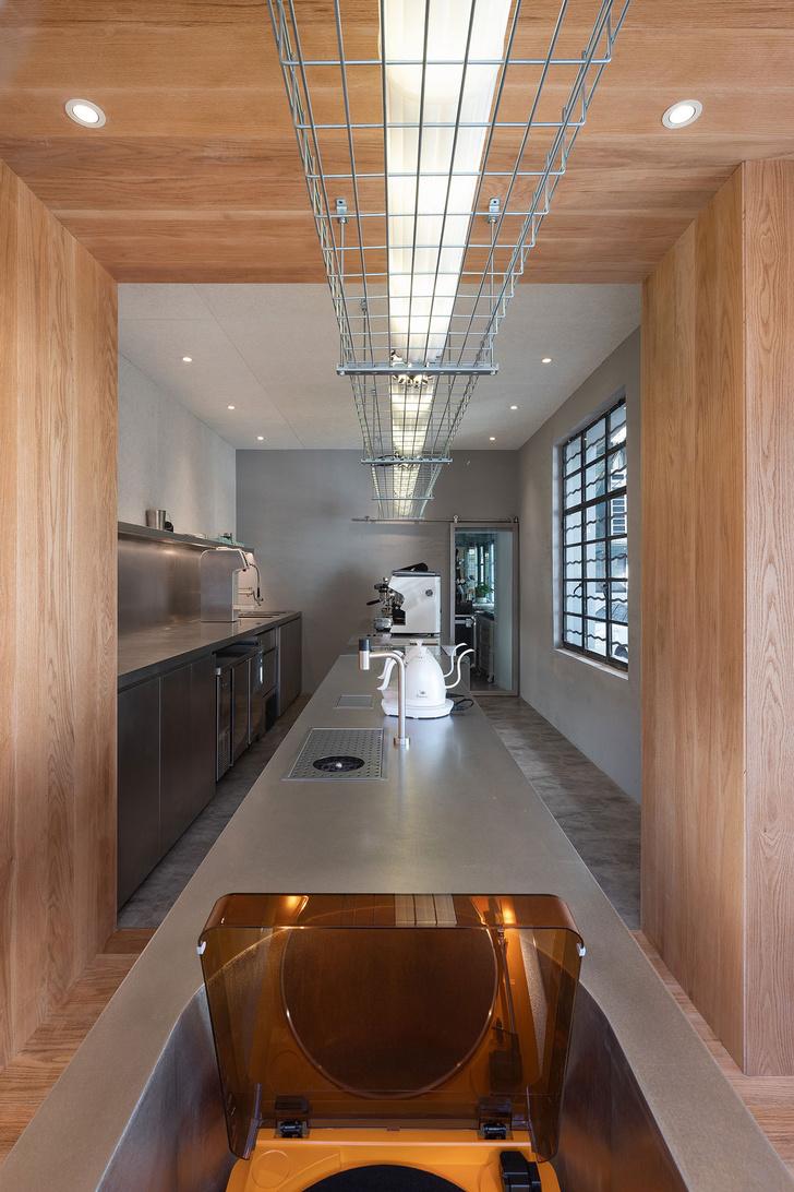 Фото №4 - Уютное угловое кафе с контрастным интерьером в Шанхае