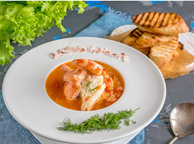 Фото №1 - Ужин французских рыбаков: как приготовить суп буйабес