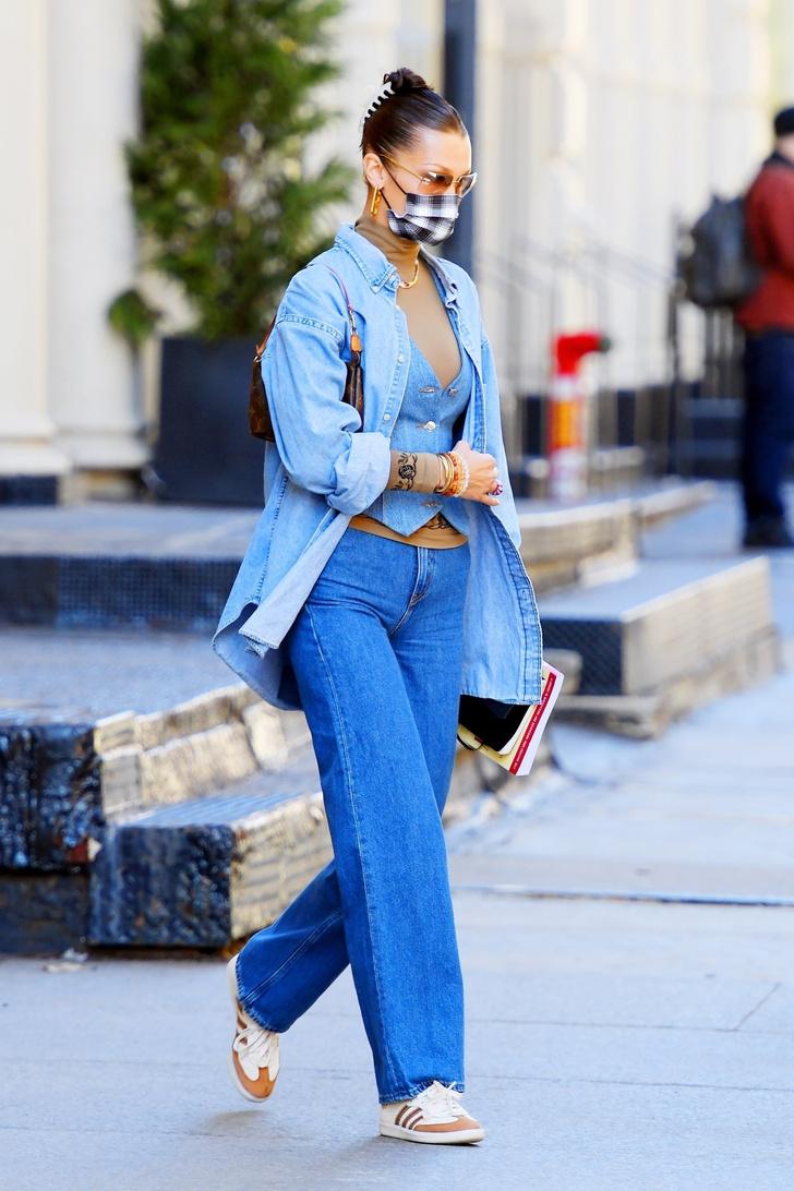 Фото №1 - Тотал-деним: Белла Хадид показала, как носить джинсовый корсет (и не только) этой весной
