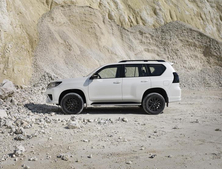 Фото №2 - Toyota добавила красоты и мощности Land Cruiser Prado