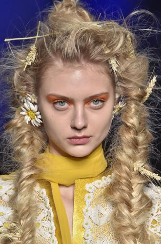 Фото №24 - Самые интересные beauty-тренды haute couture сезона весна-лето 2017