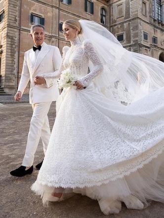 Фото №5 - Королевский размах: шесть свадебных платьев леди Китти Спенсер