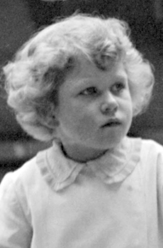 Фото №16 - Ее мини-Величество: феноменальное сходство принцессы Шарлотты с Елизаветой II