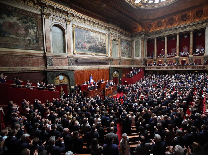Фото №4 - «Король Эммануэль»: почему французы думают, что Макрон восстанавливает монархию