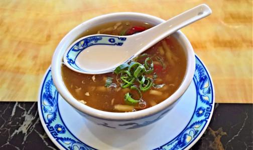 Фото №1 - Суп вреден для желудка. Диетологи развенчали мифы о вреде и пользе первых блюд