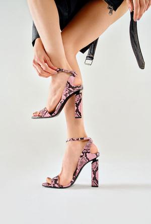 Фото №3 - От ботинок до босоножек: самая трендовая обувь из весенне-летней коллекции No One