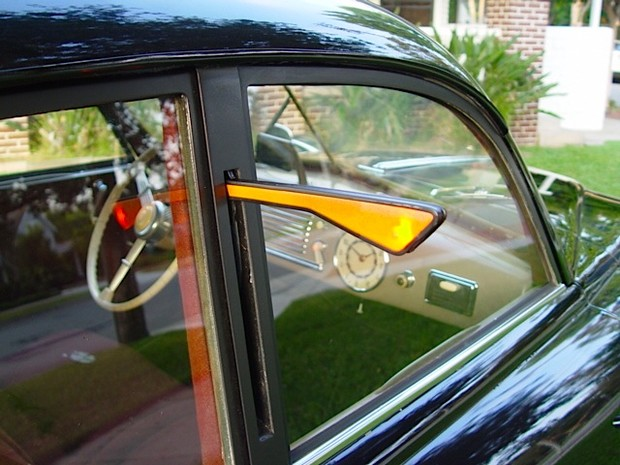 Фото №1 - Почему на старых автомобилях привычные вещи на непривычных местах