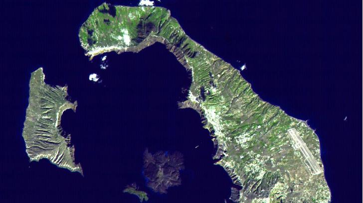 Фото №1 - Деревья помогли определить дату извержения вулкана Санторин
