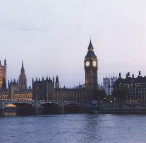 Фото №1 - Великобритания будет следить за звонками граждан