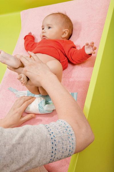 Фото №2 - Переодеваем новорожденного