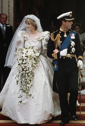 Фото №2 - 16 самых известных, красивых и дорогих свадебных платьев за всю историю