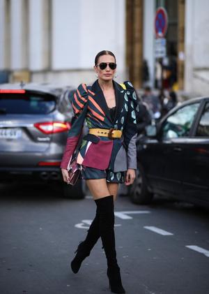 Фото №3 - Универсальная вещь: смотрим, как носить шорты в холодную погоду