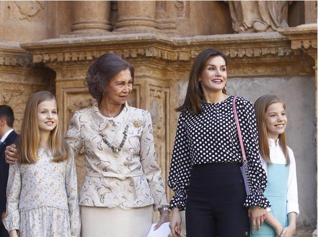 Фото №5 - Модные эксперименты Летиции: как испанская королева борется с протоколом