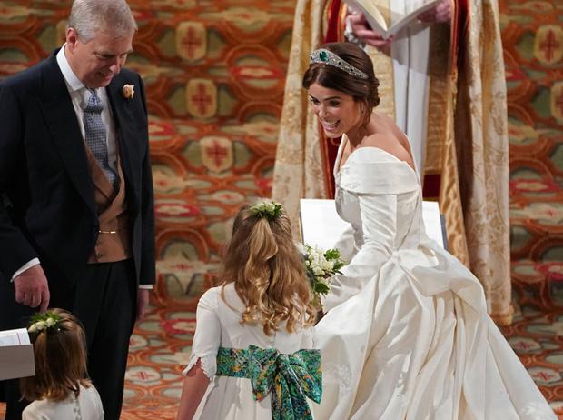 Фото №16 - Настоящая принцесса: свадебный образ Евгении Йоркской