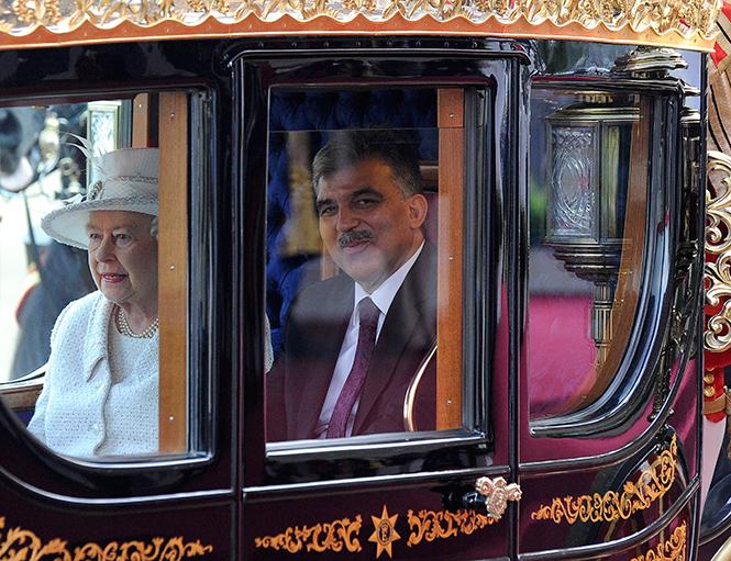 Фото №4 - Повезет – не повезет: кого из президентов Елизавета II катала в своей карете