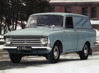 …а это советский легкий коммерческий фургон «Москвич-433». Хромированные зеркала ему к лицу
