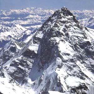 Фото №1 - Российские альпинисты идут на вторую вершину мира